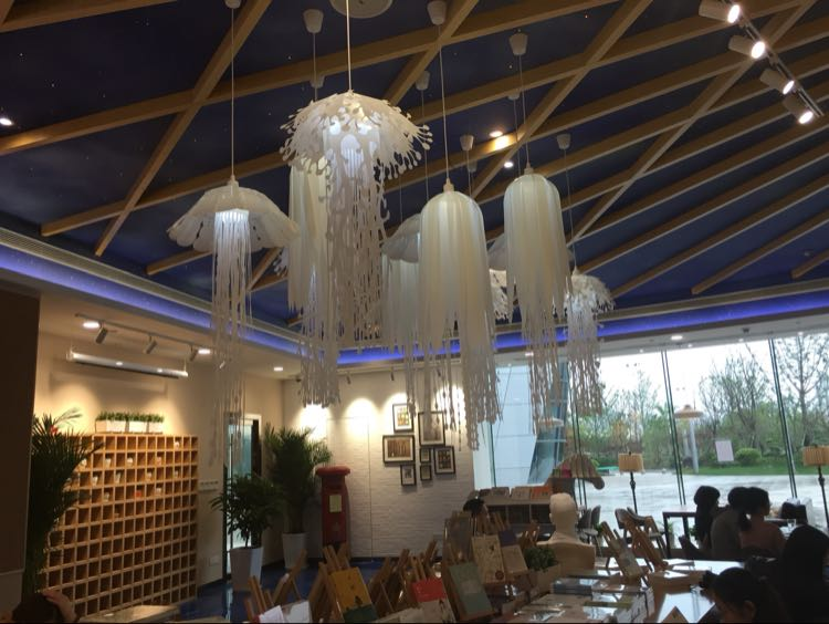 And it is easy to assemble. - Ethereal Glow Jellyfish Lampshade Ceiling Chandelier Light Pendant